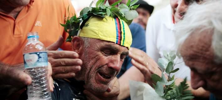 Αθλος: Επέστρεψε στα Τρίκαλα μετά από 8.000 χλμ ποδηλασίας. Κατέρρευσε από συγκίνηση