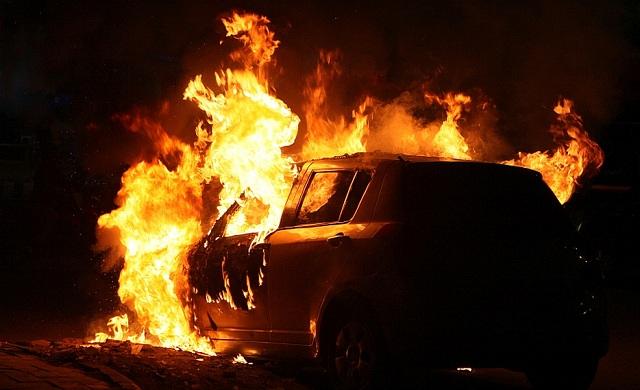 Εύφλεκτο υλικό το αυτοκίνητο στον καύσωνα