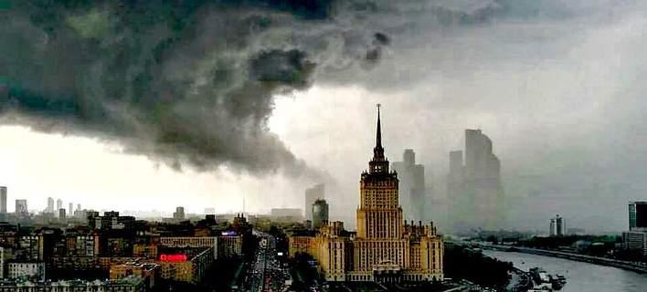 Χάος στη Μόσχα από την «καταιγίδα του αιώνα» [εικόνες & βίντεο]