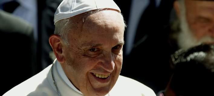 Ο Πάπας Φραγκίσκος προσφέρει 50.000 ευρώ στους σεισμόπληκτους της Λέσβου
