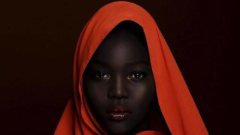 Η 24χρονη από το Σουδάν που θεωρείται η πιο... μαύρη γυναίκα στον κόσμο