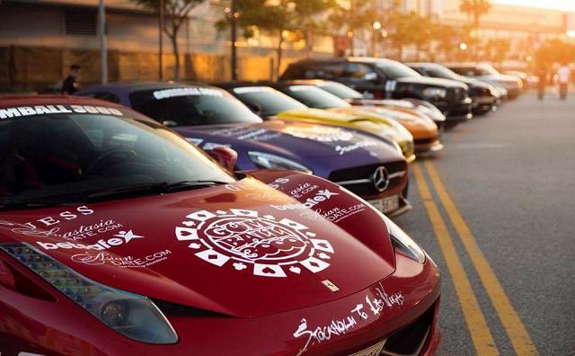 100 αντίκες και πολυτελή αγωνιστικά αυτοκίνητα στον Βόλο