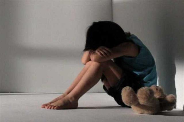 Αγοράκι 1,5 ετών βρέθηκε μόνο του να περιφέρεται στο κέντρο της Λάρισας