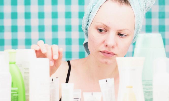 Κρυμμένοι κίνδυνοι σε καλλυντικά και προϊόντα προσωπικής φροντίδας. Τι έδειξε μεγάλη έρευνα