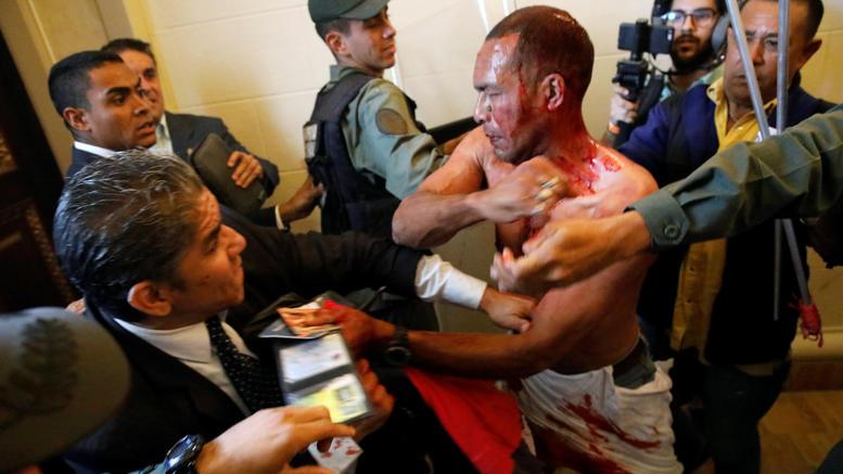 Βενεζουέλα: Αιματηρή εισβολή οπαδών του Μαδούρο στο κοινοβούλιο