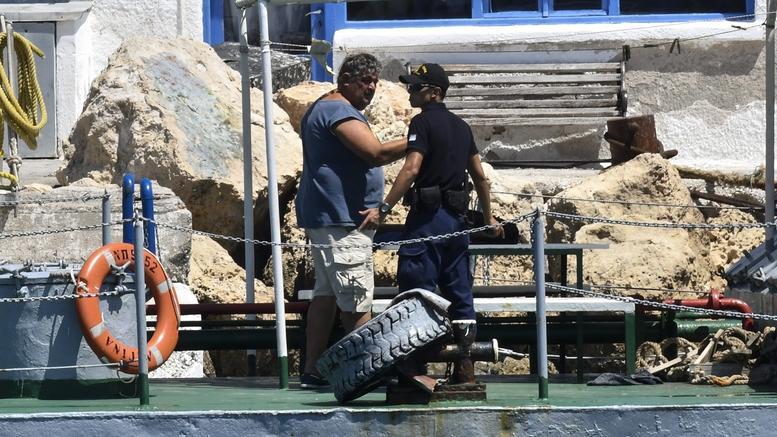 Αίγινα: Στο αυτόφωρο πλοίαρχος και ναύτης της υδροφόρας. Οι κατηγορίες
