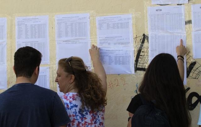 Πανελλαδικές: Ιατρική, Νομική και Πολυτεχνείο προτίμησαν οι υποψήφιοι. Πώς θα κινηθούν οι βάσεις