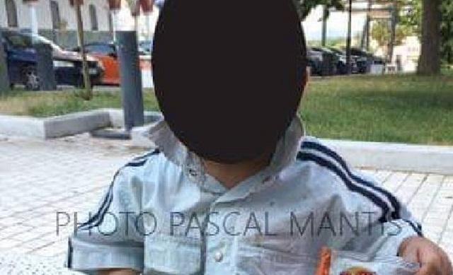 Δεν μιλάει σε κανέναν το παιδάκι που βρέθηκε μόνο του στη Λάρισα