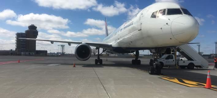 Αναγκαστική προσγείωση αεροπλάνου στο Σιάτλ. Επιβάτης επιτέθηκε σε αεροσυνοδό
