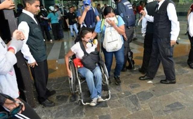 Βενεζουέλα: Η αστυνομία έριξε χημικά σε εμπορικό κέντρο. Τραυματίστηκαν 17 παιδιά