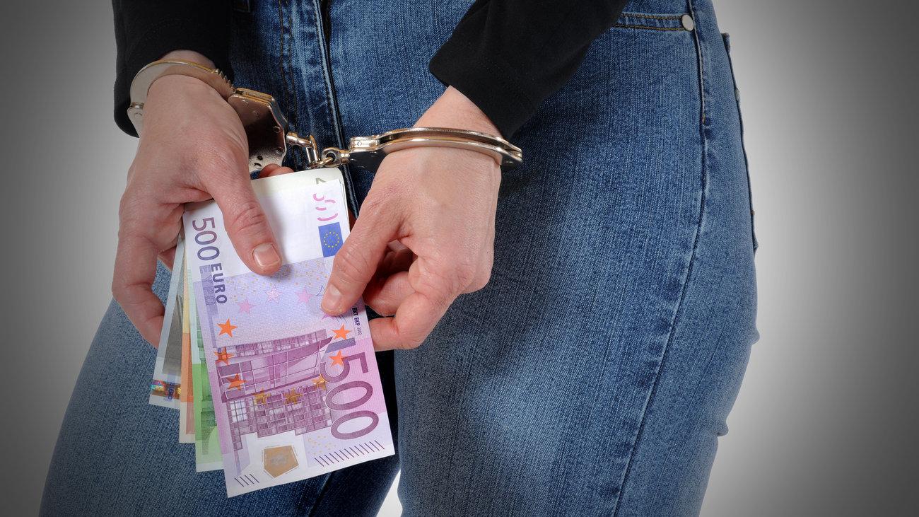 Προφυλακίστηκε τραπεζική υπάλληλος για υπεξαίρεση 5,5 εκατ. ευρώ