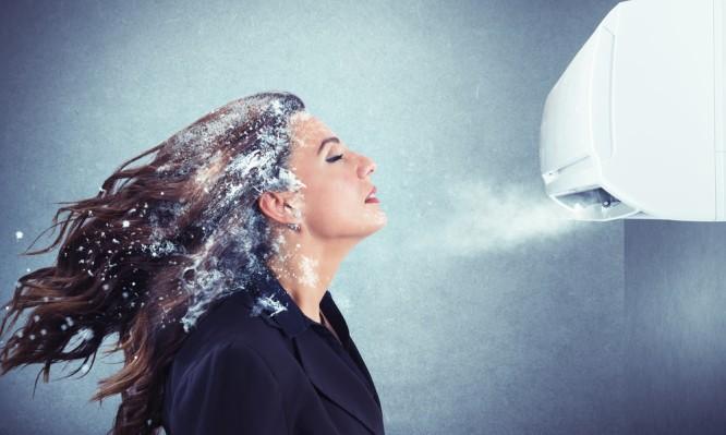 Πονόλαιμος από το air condition: Τι μπορείτε να κάνετε. Πότε να πάτε στο γιατρό