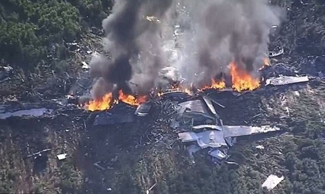 Δεκαέξι νεκροί από πτώση αμερικανικού μεταγωγικού αεροσκάφους στις ΗΠΑ