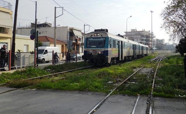 Το τρένο έμεινε στο Βελεστίνο μέσα στον καύσωνα