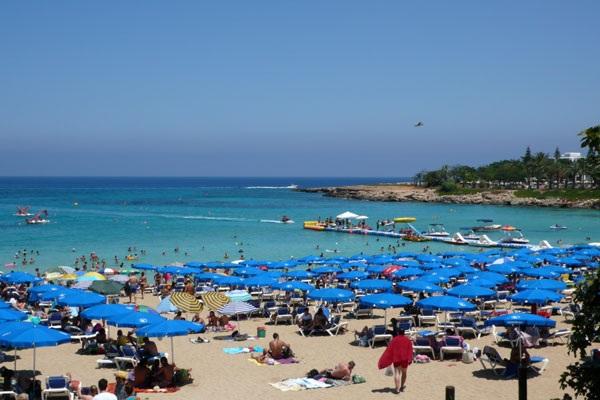 Οι φόροι «πνίγουν» τον τουρισμό