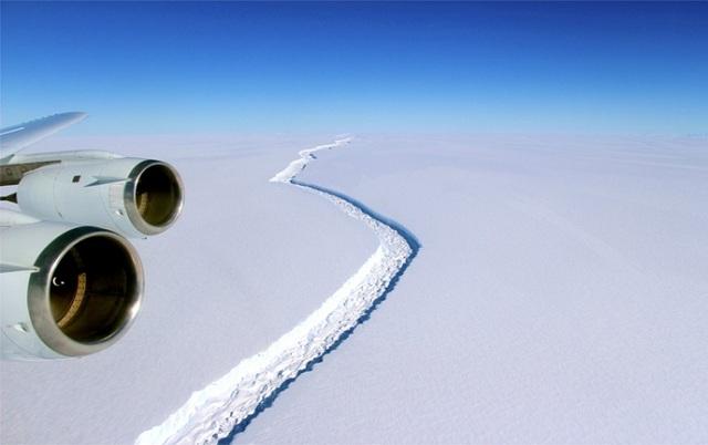 Παγόβουνο ενός τρισεκατομμυρίου τόνων αποκολλήθηκε από την Ανταρκτική