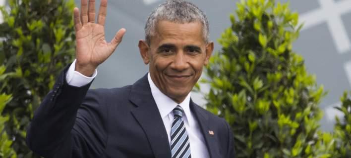 Ο Μπάρακ Ομπάμα επιστρέφει στην πολιτική αργά και προσεκτικά