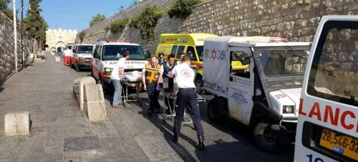 Ενοπλη επίθεση στην Παλαιά Πόλη της Ιερουσαλήμ. 3 τραυματίες, νεκροί οι δράστες [βίντεο]