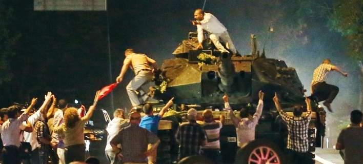 Αναπάντητα ερωτήματα έναν χρόνο μετά το αποτυχημένο πραξικόπημα στην Τουρκία [εικόνες]