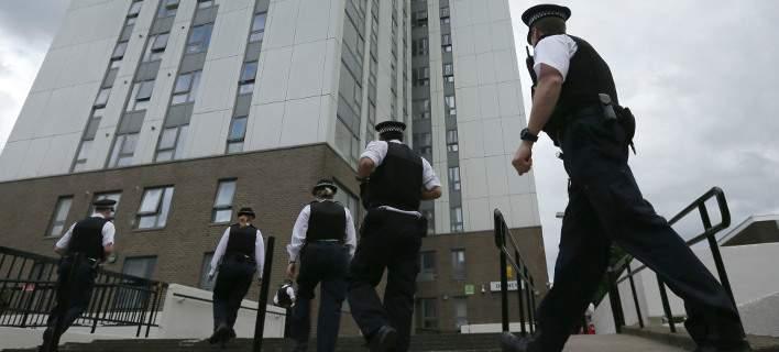 Για 15 κακουργήματα κατηγορείται έφηβος που φέρεται να διέπραξε επιθέσεις με οξύ στο Λονδίνο