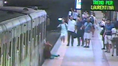 Μετρό Ρώμης: Γυναίκα σύρθηκε πιασμένη σε πόρτα βαγονιού ενώ ο οδηγός έτρωγε(vid)