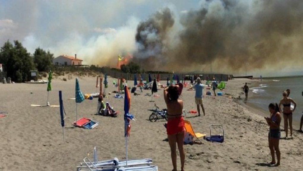 Ιταλία: Μαίνονται οι πυρκαγιές – Εκκενώθηκαν camping (video)