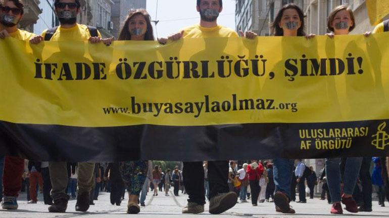 Τουρκικό δικαστήριο αποφάσισε την συνέχιση της φυλάκισης έξι μελών της Διεθνούς Αμνηστίας
