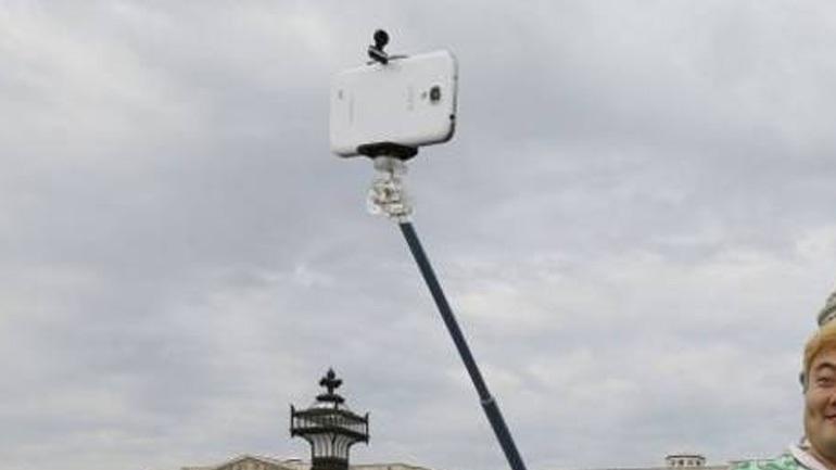 Το Μιλάνο απαγόρευσε τα selfie sticks