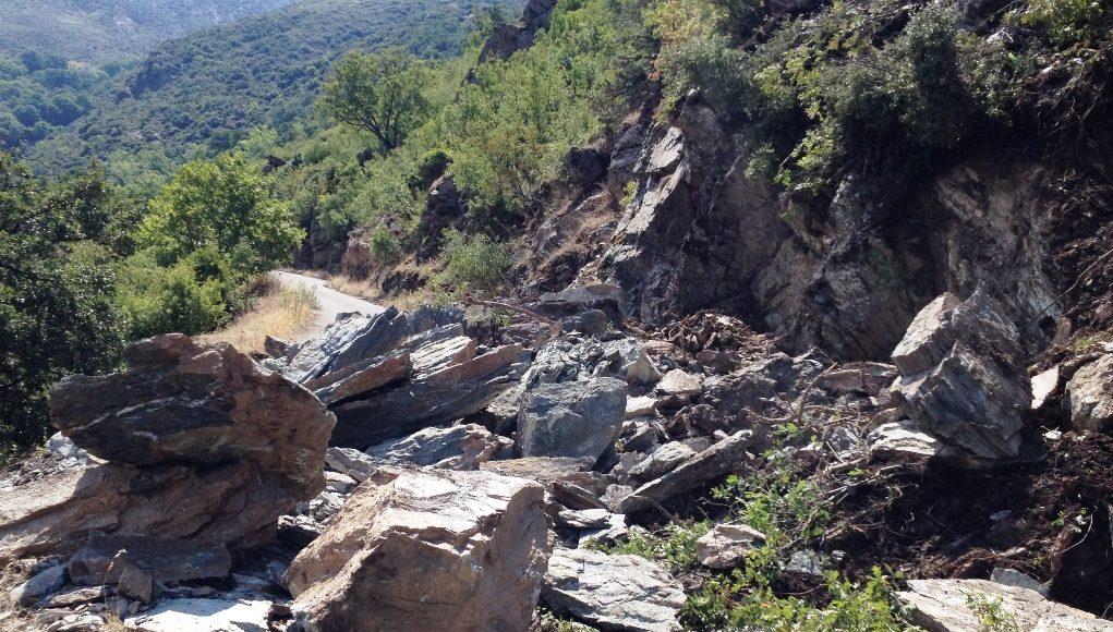 Εικόνες από τους βράχους που «ξεκόλλησαν» στα Αμπελάκια
