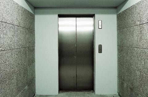 Συνέλαβαν στα Τρίκαλα τον «κλέφτη των ασανσέρ»
