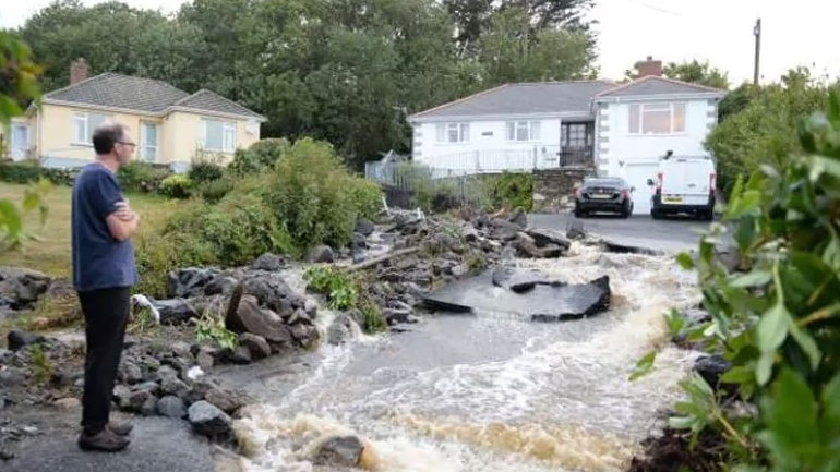 Βρετανία: Μεγάλες καταστροφές από τις σφοδρές βροχοπτώσεις στην Κορνουάλη