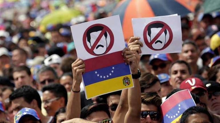 Βενεζουέλα: Κάλεσμα για γενική απεργία κατά του Μαδούρο