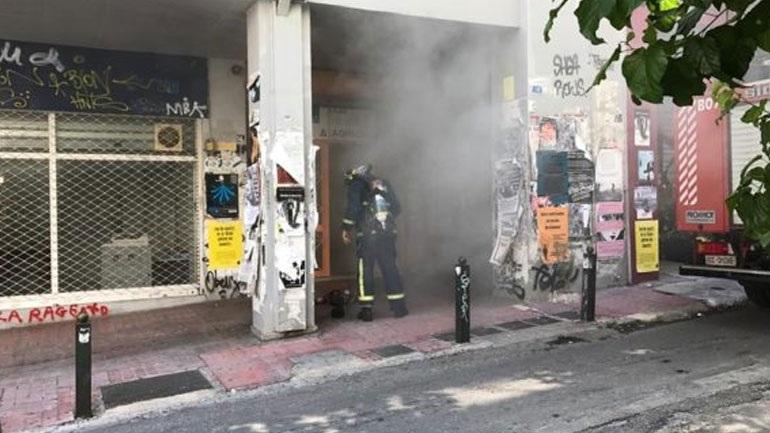 Υπό έλεγχο η πυρκαγιά που ξέσπασε σε κτήριο όπου στεγάζεται η ΔΟΥ Δ΄ Αθηνών στα Εξάρχεια