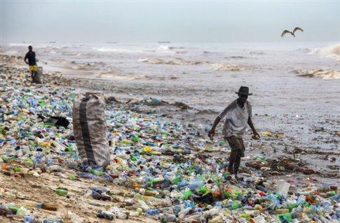 Ενα εκατομμύριο πλαστικά μπουκάλια πωλούνται το λεπτό