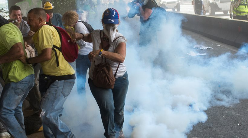 Βενεζουέλα: Νέες ταραχές με τρεις νεκρούς ανήμερα της γενικής απεργίας [εικόνες]
