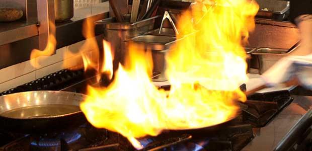 Φωτιά σε κουζίνα μονοκατοικίας