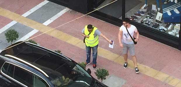 Πετούσε πατάτες από το μπαλκόνι εναντίον διευκολυντών πόλης