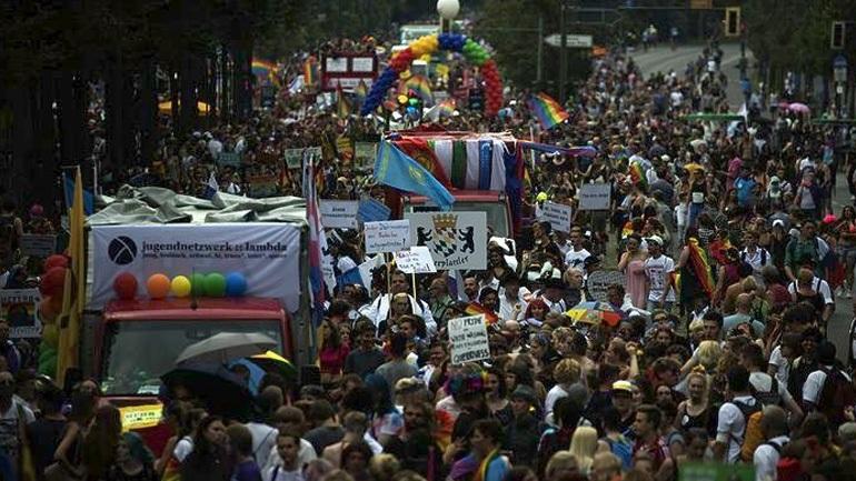 Το Gay Pride γιορτή για τον γάμο των ομοφυλοφίλων