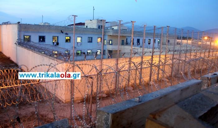 Τρίκαλα: Κρατούμενοι άναψαν φωτιά και αρνούνταν να μπουν στα κελιά