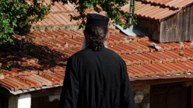 Χειροπέδες σε ιερέα για σεξουαλική παρενόχληση 14χρονου