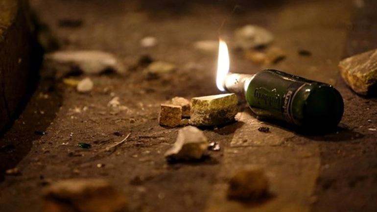 Επίθεση με μολότοφ σε διμοιρία των ΜΑΤ στο Πολυτεχνείο