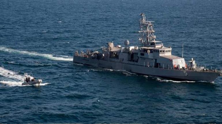Πολεμικό πλοίο των ΗΠΑ άνοιξε πυρ κατά σκάφους του Ιράν