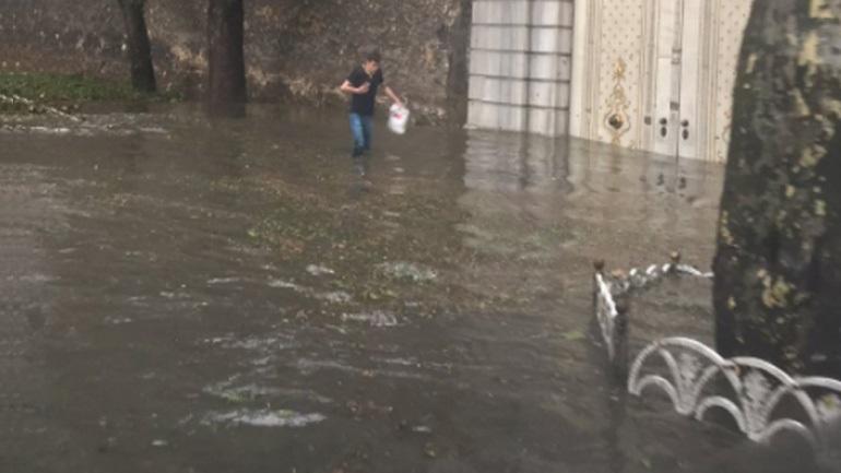 Καταιγίδα σάρωσε την Κωνσταντινούπολη - Πλημμύρισαν οι δρόμοι