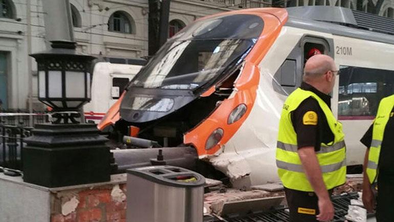 Ισπανία: Τουλάχιστον 48 τραυματίες από τη σύγκρουση τρένου στη Βαρκελώνη