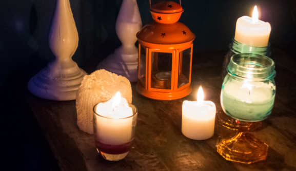 Φωτιά σε μπαλκόνι διαμερίσματος από ξεχασμένο κερί