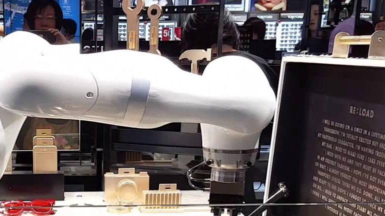 Ρομπότ παρέχουν πληροφορίες & βοήθεια σε ταξιδιώτες στο διεθνές αεροδρόμιο της Σεούλ