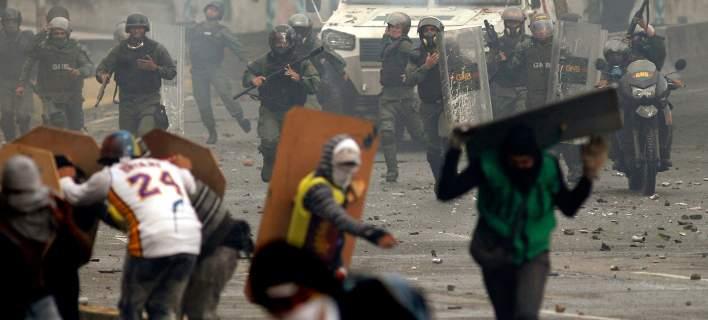 Με αίμα βάφτηκαν οι εκλογές στη Βενεζουέλα. Νεκροί, τραυματίες και σκληρές συγκρούσεις
