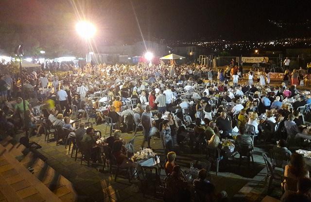 Πλήθος κόσμου στη γιορτή πεπονιού στην κεντρική Πλατεία Διμηνίου