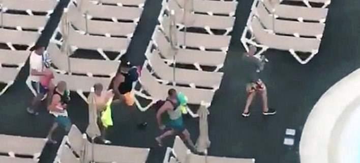 «Ράλι» για μία ξαπλώστρα. Τουρίστες ορμούν σε πισίνα ξενοδοχείου