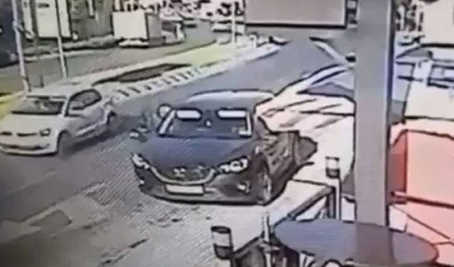Σταμάτησε στο περίπτερο και του άρπαξαν από το αυτοκίνητο 40.000 ευρώ